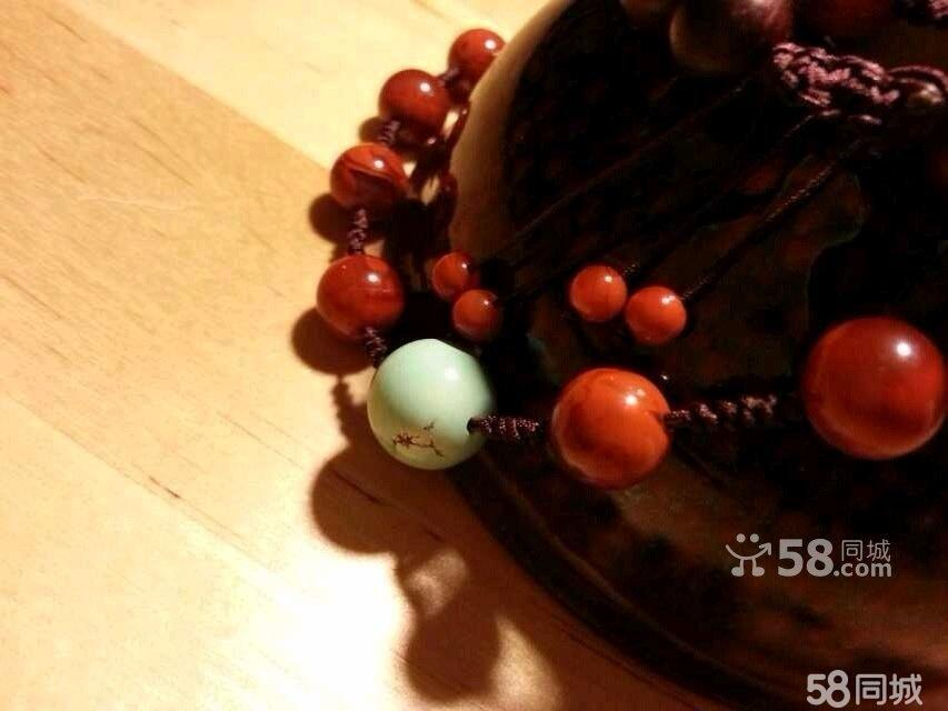 一颗满肉柿子红枣型顶珠,和田玉雕刻如意吊坠,小叶紫檀珠串.
