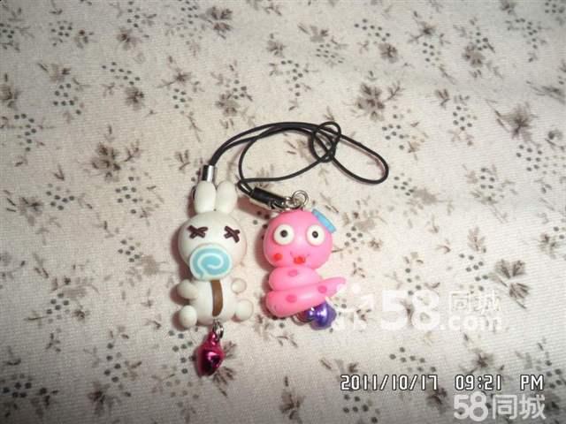 批发零售各种纯手工软陶泥娃娃手机挂链,钥匙链小饰品