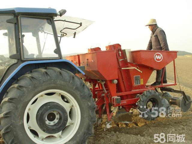 一年新上海纽荷兰904拖拉机及全套马铃薯设备 高清图片