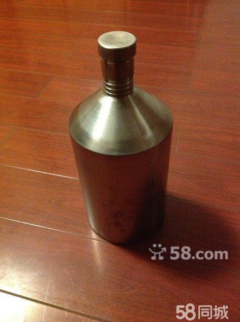 玻璃瓶子易碎,跑酒的缺陷,容量大,密封严实,不会破碎,可放在车子后备