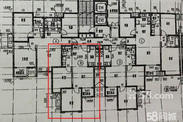 精品小户型,客厅及两间卧室均朝阳,空间合理不浪费,另赠12平米地下室。 小区位置优越,地处繁华地带,升值潜力巨大,毗邻高铁站、火车站、汽车站、市医院、四小、明珠大厦、万达广场。高层视野开阔,荣盛精品物业服务,小区环境设施优雅别致。 期房,预计明年交房。 70年大产权,近日购房可直接过户,无过户费。 58万元,需全款。 联系我时,请说是在58同城上看到的,谢谢!