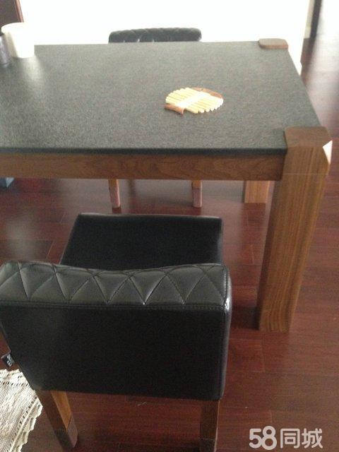餐桌:火山石面的桌子,木头腿,非常新用了半年,如果您有二手房出租,买