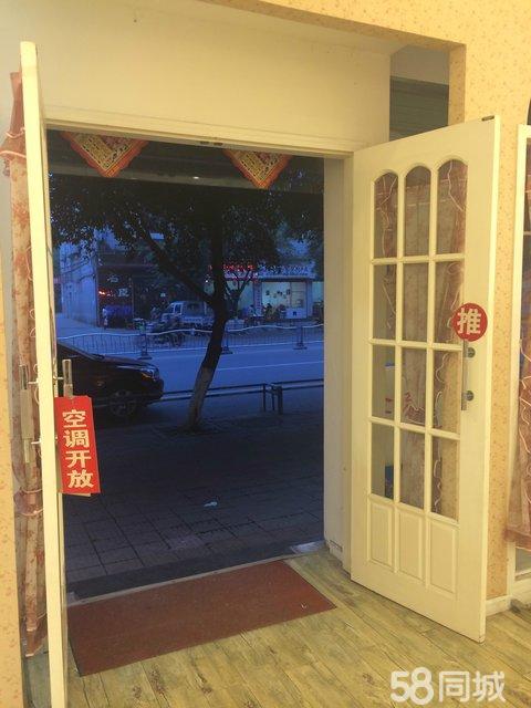 精装服装店到期,低价出售【防盗卷帘门,吊立扇,木地板,欧式木门】