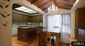 西班牙风格别墅厨房餐厅装修图