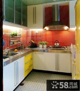 U型小厨房橱柜效果图欣赏