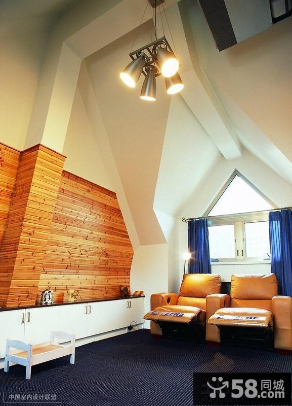 斜顶阁楼小卫生间装修效果图欣赏图片