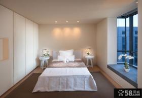 欧式风格有飘窗卧室效果图