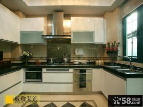 简约家装U型厨房橱柜装修效果图