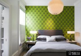 卧室床头绿色墙纸图片