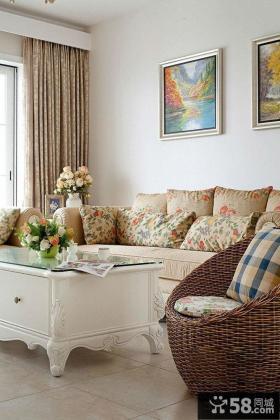 田园风格客厅沙发墙装饰画效果图