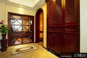 复式楼进门玄关鞋柜装修设计