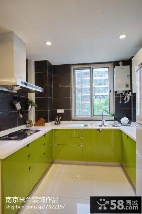 U型厨房烤漆橱柜效果图