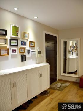 小户型玄关鞋柜照片墙装饰效果图