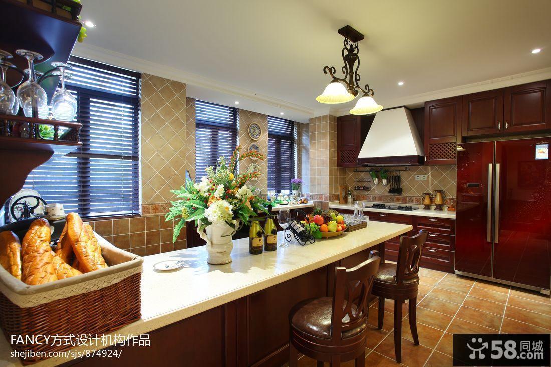 美式别墅厨房吧台设计效果图图片