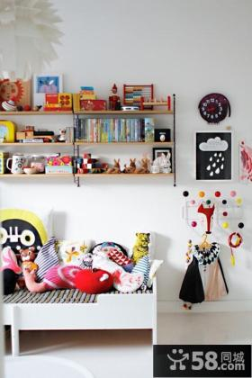 小户型红色沙发打造现代风格客厅装修效果图