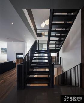 加拿大黑白调别墅楼梯设计