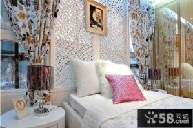 20平米小户型卧室装修效果图 卧室床头缕空隔断装饰