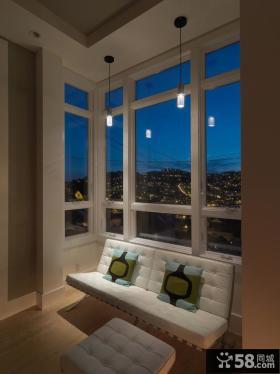 白色封闭阳台窗户设计