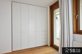 嵌入式白色衣柜设计