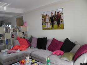 现代风格婚房客厅沙发背景墙装修效果图