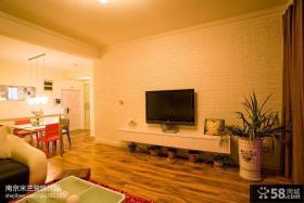 现代风格小型客厅瓷砖电视背景墙装修图片