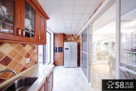 家庭整体厨房装修效果图