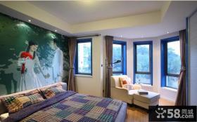 带阳台卧室彩绘背景墙装修效果图片