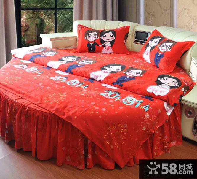 婚房卧室床罩图片