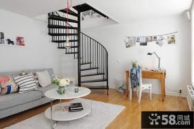 现代风格带楼梯的客厅装修效果图