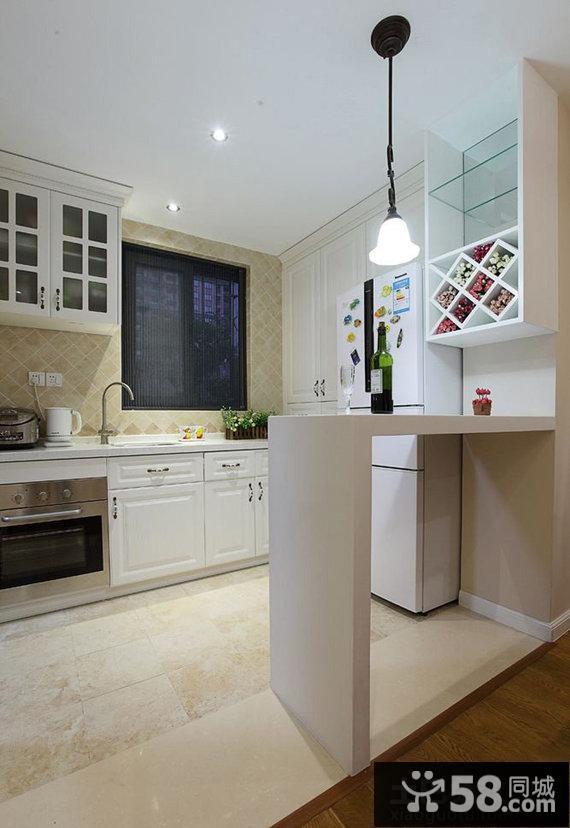 家庭半開放式廚房吧臺裝修效果圖