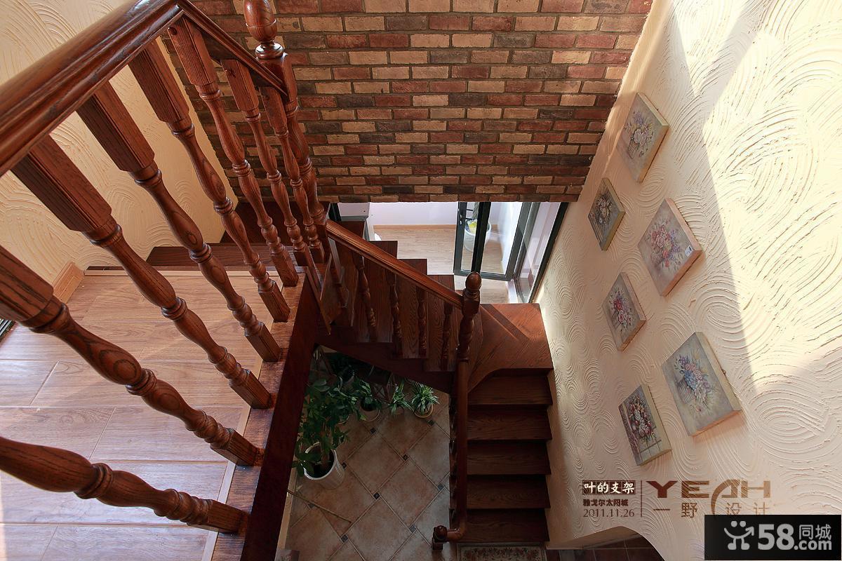 2013混搭风格别墅室内实木楼梯扶手装修效果图