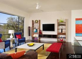 色彩拼撞的现代客厅背景墙装修效果图