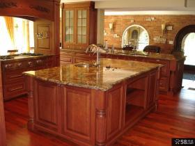 美式风格大厨房台面效果图