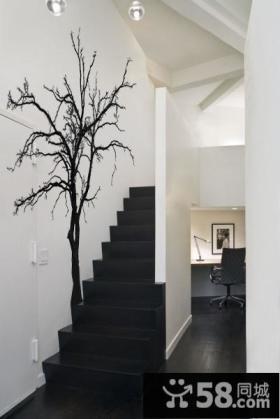 简约黑白楼梯手绘树木背景墙装修效果图