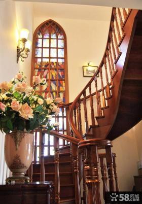 复式豪华别墅楼梯装修图片