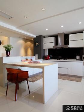 大户型半开放式厨房吧台装修设计