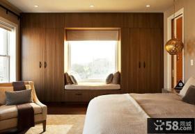 木质别墅卧室小飘窗设计