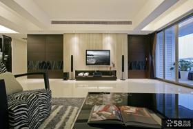 现代四居客厅电视背景墙装修图
