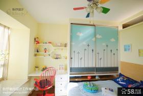 现代简约儿童房飘窗设计