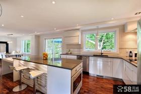 欧式现代开放式厨房吧台设计