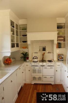 U型小厨房欧式橱柜效果图欣赏