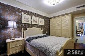 卧室壁纸背景墙连体衣柜装修效果图