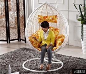家装白色藤摇椅图片