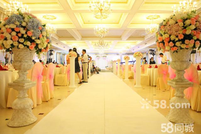 缤纷每刻婚礼现场音乐制作 场地鲜花布置: 纯正欧式