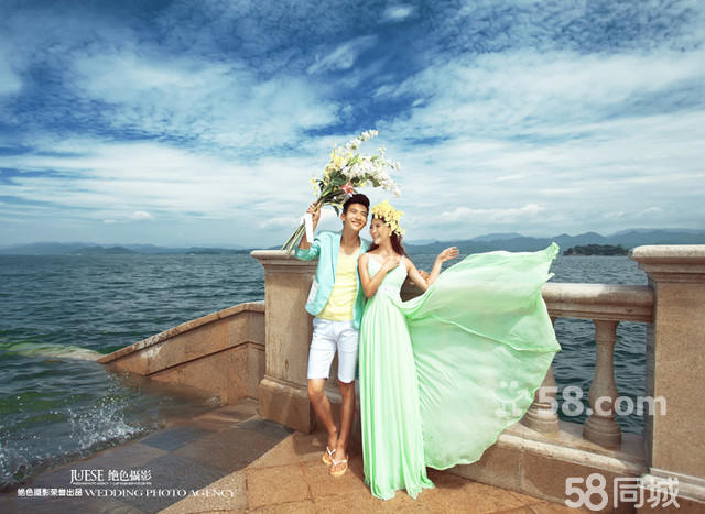 成功的将旅拍外景婚纱摄影原创风格迅速推及温州,宁波,千岛湖,杭州