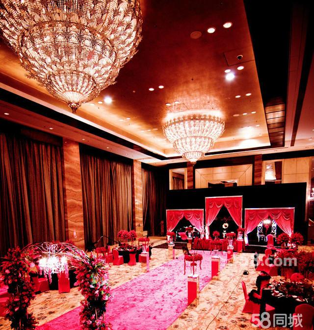 舞台整体欧式背景设计,logo牌设计(背景色调:白色,红色,紫色,粉色