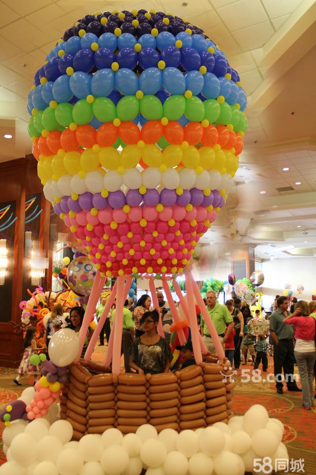 气球婚礼(舞台背景、签到台、桌束、路引、入口攻门、婚房布置、吸顶球等)生日派对(满月酒、100天、周岁生日、寿宴)商务活动(大型商场布置、汽车展示、楼盘庆典、公司年会)魔术气球表演、气模定制、气球印刷、气球零售产品:乳胶球(哥伦比亚、美国先锋、澳洲爱心)铝箔球(Anagram、美国先锋、球迷气球)气球制作工具注:所有飘空气球均为氦气,安全放心  宽640x426高  显示比例:100%